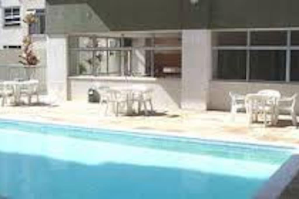 Excelente piscina e saunas seca e a vapor