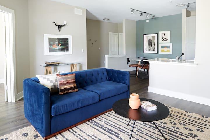 Sonder | East Eleventh | Vibrant 2BR + Balcony