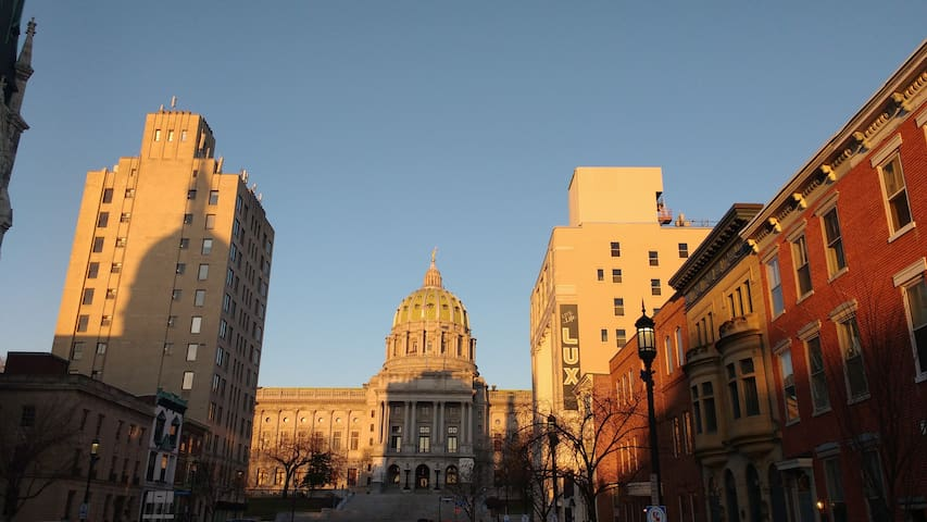 STATE ST CHARMER: Great for Business and Tourists! - Harrisburg - Pis