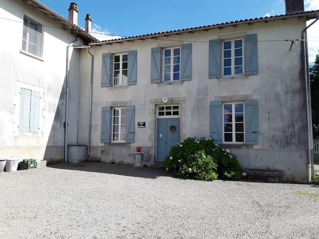 Moulin de Boischenu te Rochechouart