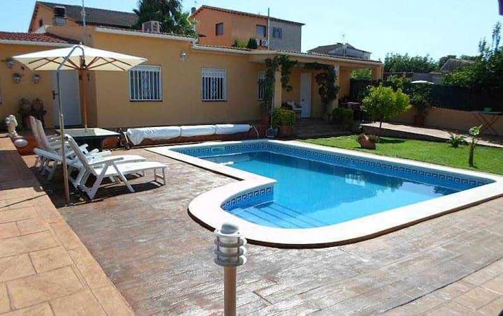 Zona tranquila, con piscina y barbacoa privadas