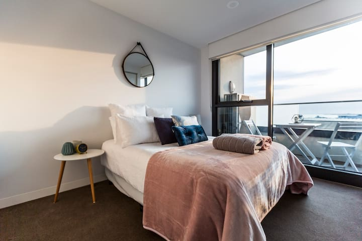 Bedroom 2 with bay and city views