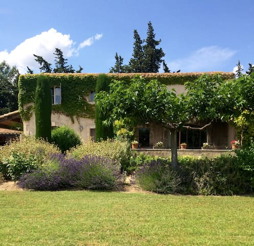 5 bedroom19thC farmhouse with huge groundsand pool - Maussane-les-Alpilles - Villa