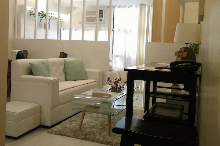 Comfortable Studio Unit-Viceroy T1 @ McKinley Hill