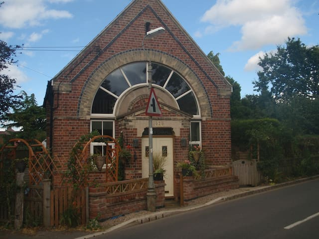 Charming chapel, lovely location - Bleasby - Talo