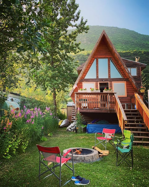 Beautiful A-frame chalet in town