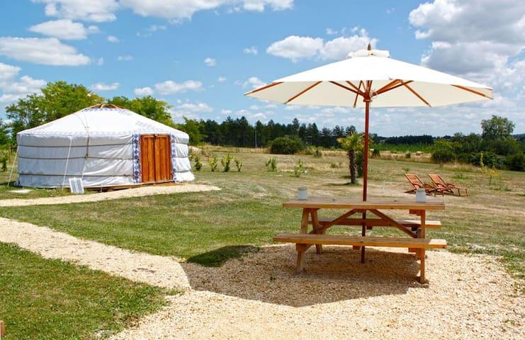 Les Yourtes d'Agnac (Agnac Yurts) - Hibou yurt