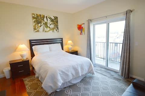 5934 - Bright & Spacious Master Suite w/ Balcony