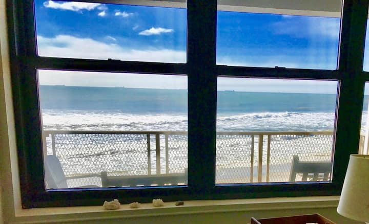 Direct Oceanfront! Upscale—Balcony—King Bed—Views!