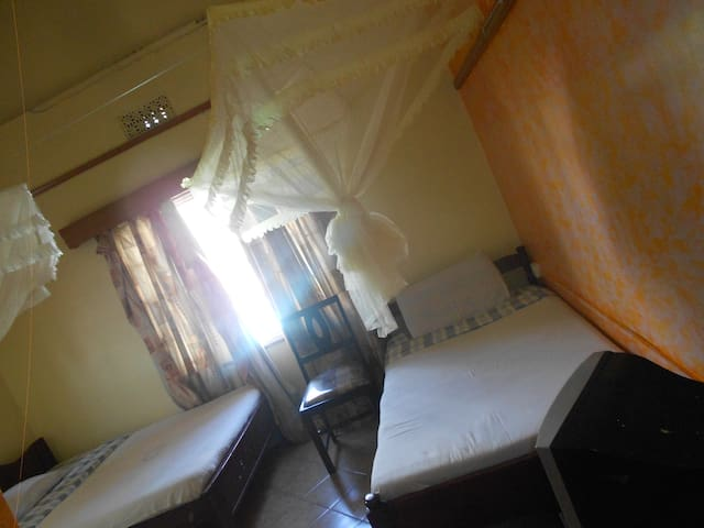 DOUBLE ROOMS , Town center with Separate KITCHEN.