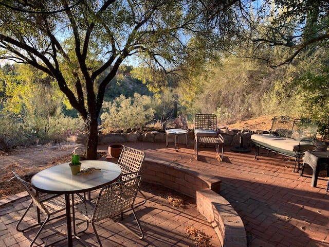 Peaceful Desert Hideaway - Private Patio and Entry