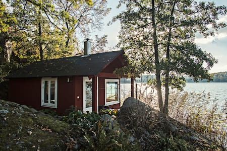 Extraordinary Lake House with Sauna - Huddinge - Blockhütte