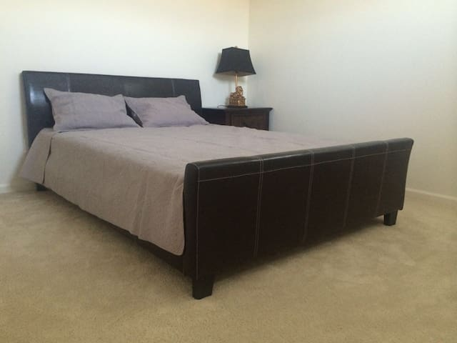 EXTRA-VALUE  BEDROOM(queen bed) 超值雅房 - Irvine - Villa