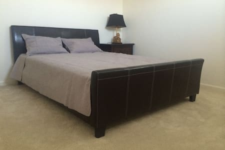 EXTRA-VALUE  BEDROOM(queen bed) 超值雅房 - アーバイン