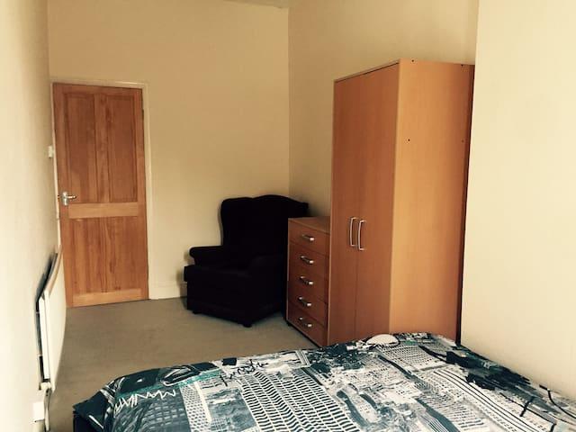 4. Single spacious chamber Earlsdon-safe area