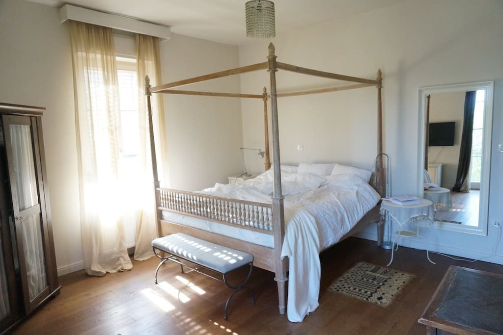 West Wing Bedroom with canopy bed