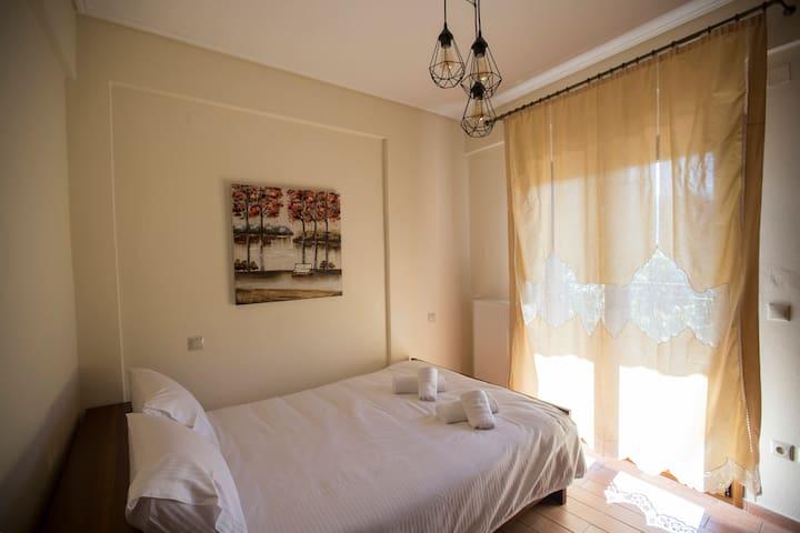 1ο δωμάτιο / Queen size κρεβάτι