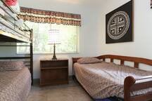 Fiji Room with Bunk Bed and Trundle Bed