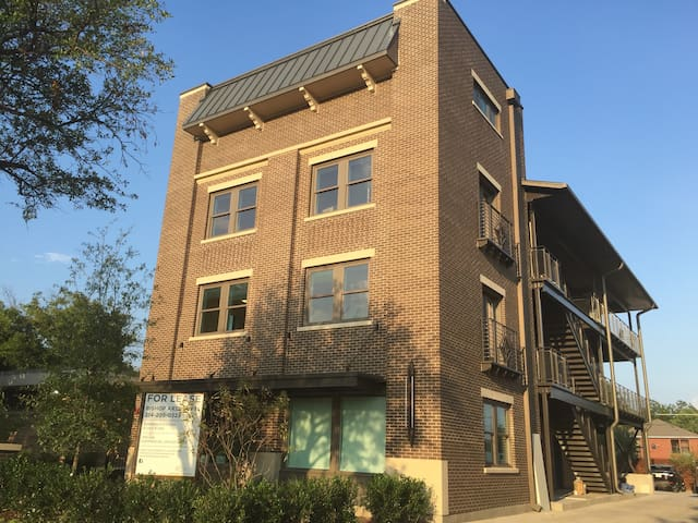 Bishop Arts Lofts Unit #6 - Dallas - Apartment