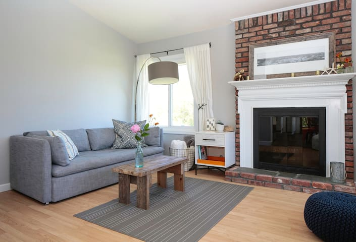 Family Friendly Designer 3bd Centrally Located
