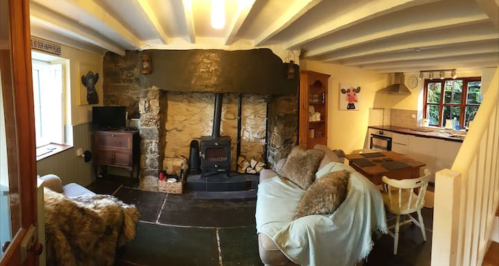 3 Pentrefan Cottage