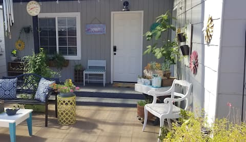 Newly renovated private bungalow & peaceful patio