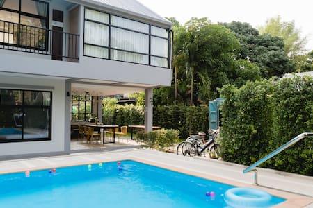 Boon BnB with Swimming Pool, Sabai Room
