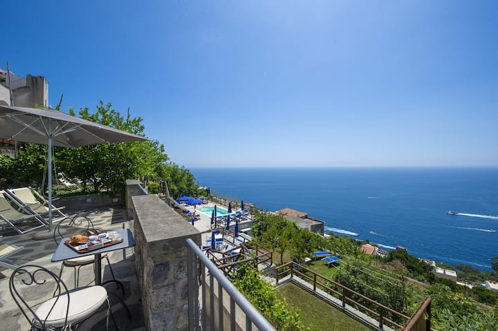 Villa Margie with shared pool in Praiano