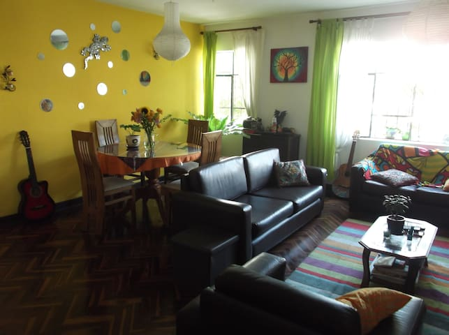 A2 ROOM UpTo 2 GUESTS (WIFI/NETFLIX/TERRACE/GRILL)