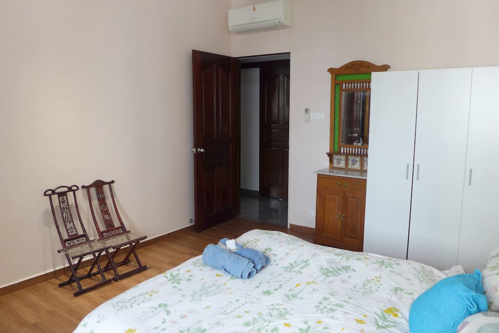 Air-conditioning, Ceiling Fan and 2 settee chairs