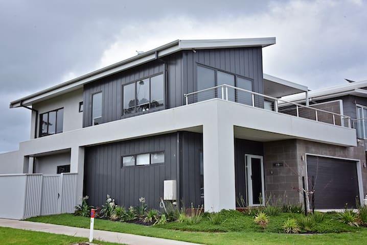 Lazy Dayz beach house@Portarlington - Portarlington