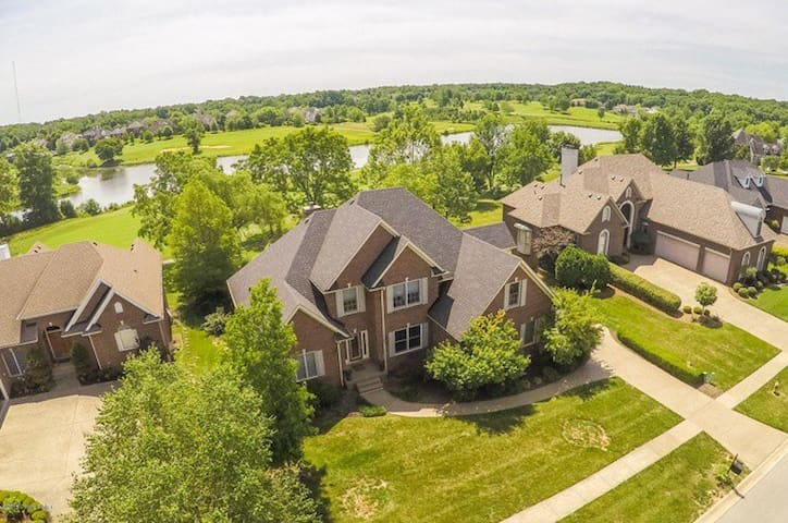 Derby Rental with Golf Course and Lake Views - Louisville - Casa