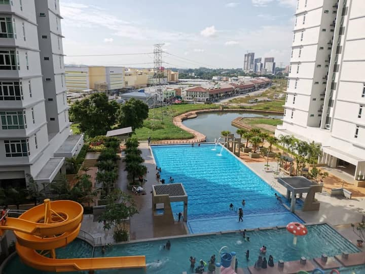 Joy*A9* 3BR Wifi Poolview Parkland @ Sg. Melaka