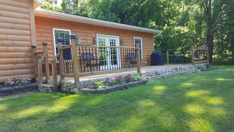 Country Cabin Near Snow Trails Ski Area & Mohican