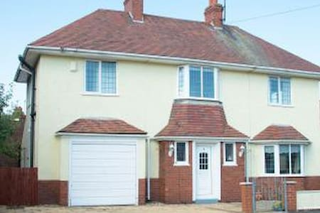 3 Bed Detached House near sea front - House