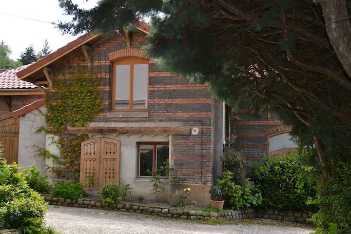 Petite maison avec 2 chambres proche Rond Point