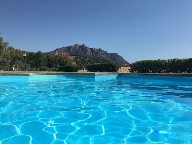 House in front of the sea with pool - Residence