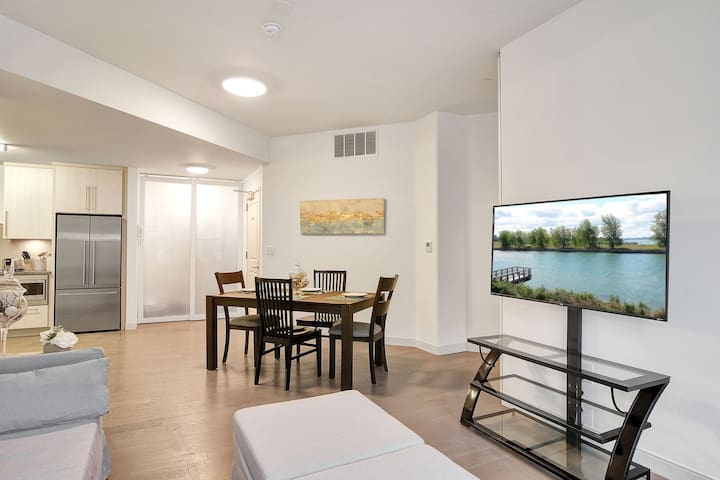 Sleek Buffalo Downtown Condo with free parking-unit 806