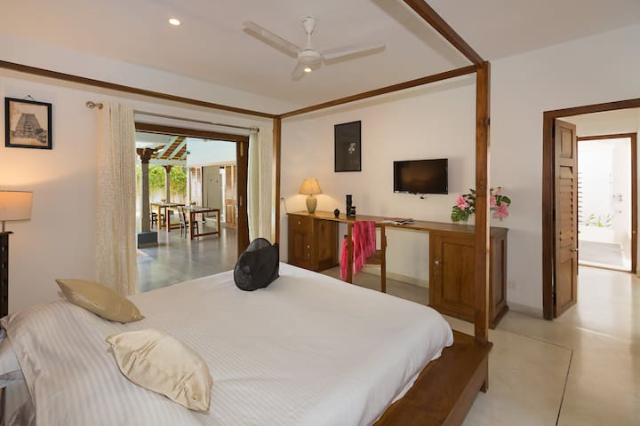 Private room with pool and garden view - Puducherry - โรงแรมบูทีค