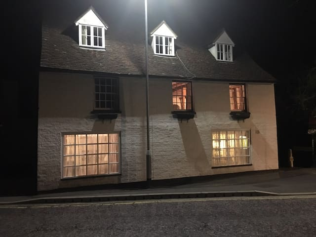 Large apartment in former Tudor Inn - Tonbridge - Apartament