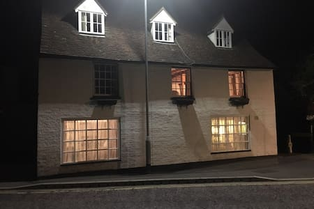 Large apartment in former Tudor Inn - Tonbridge - Appartement