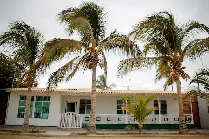 Casa de playa frente a Malecón
