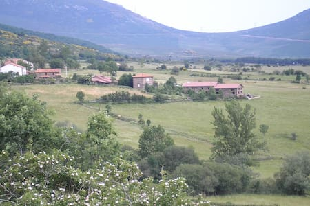 Aloj. rural en la montaña palentina - Brañosera - Huis