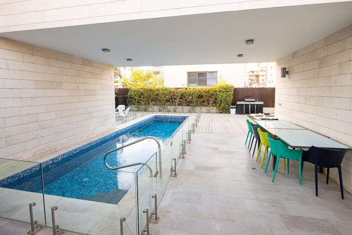 EllaSun Modern with Heated Pool