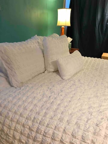 Queen bed with comfy pillows.