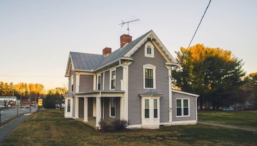 NEW!! Asa Manor by Buffalo Mountain Getaway