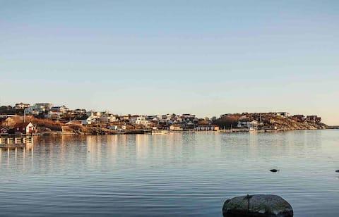 Νεόδμητο εξοχικό σπίτι στη δυτική ακτή, πέτρα ρίξει στη θάλασσα
