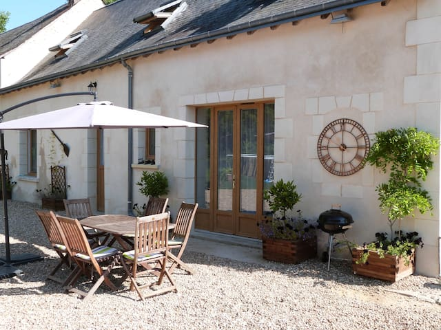 La Maison, a 2 bed, 2 bath, idyllic retreat - Luceau