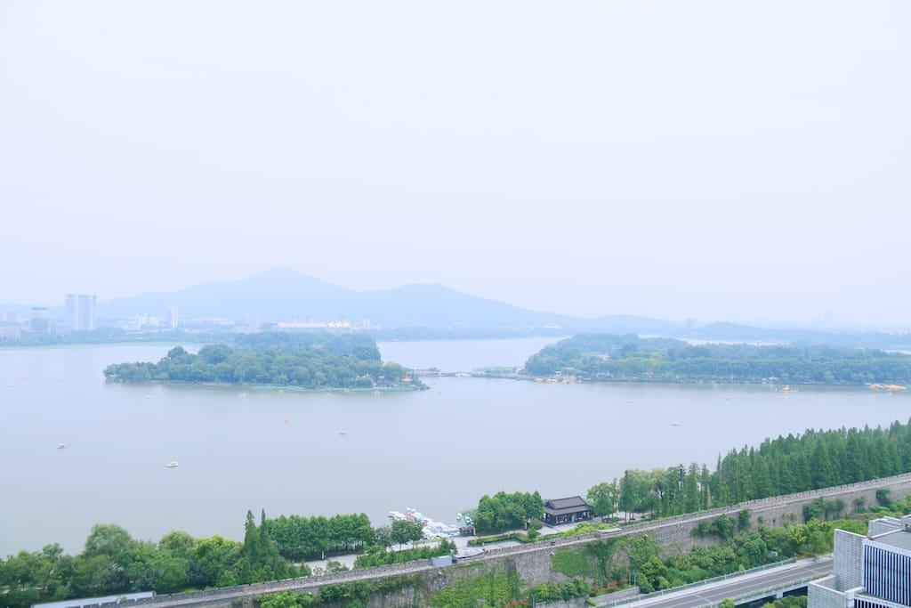 临窗湖景~