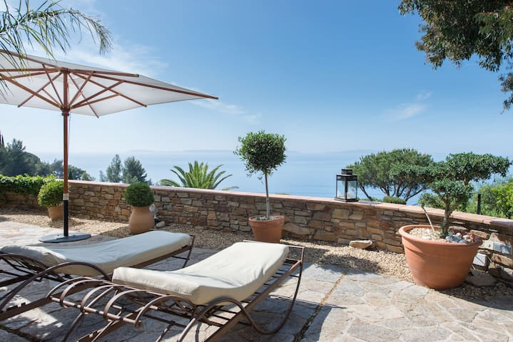 Charming villa with spectacular sea view